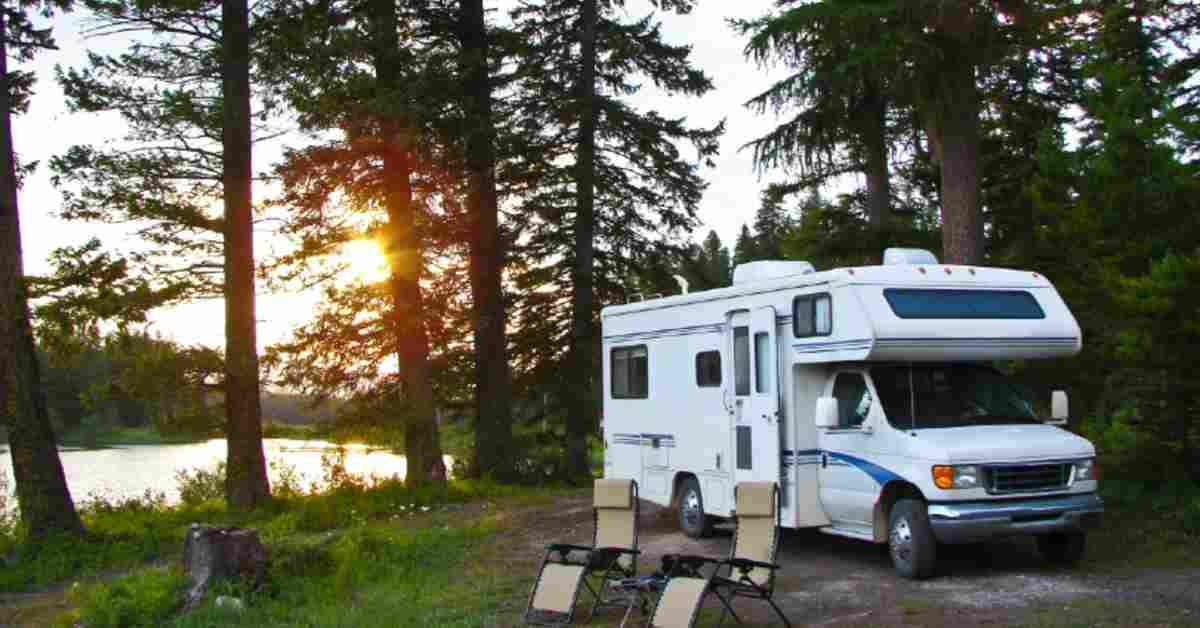 What Are The Differences Between A Travel Trailer And A Motorhome?