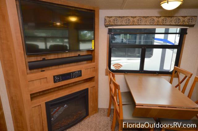 2018 Forest River Flagstaff Classic Super Lite 852IKWS